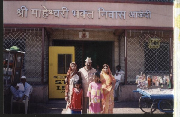 In front of Maheshwari Bhakt Niwas,Aalandi
