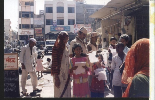 Creating awareness about eye donation among people in front of Aalandi Temple
