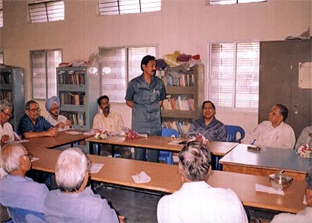 Kishor soni explaining about eye donation and its procedure.