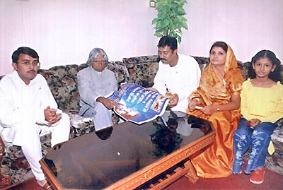 Hon.Dr.A.P.J.Abdul Kalam President of India, getting information about work of Vyankatesh Pariwar during his visit to Aurangabad 23 sept.2004