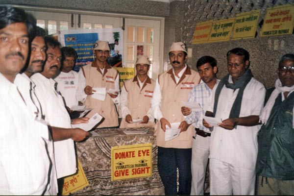 MSEB Tantrik Kamgar Union 8th Adhiveshan at Ahmednagar (6th August 2006) We motivated around 15000 people by distributing 7000 pamphlets. Mr. Balaprasd Tiwari taken efforts for this camp.