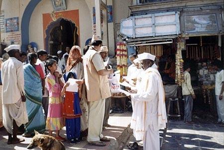 Eye Donation Camp Saint Dhyneshwar Temple, Alandi - Pune, 26th March 2005