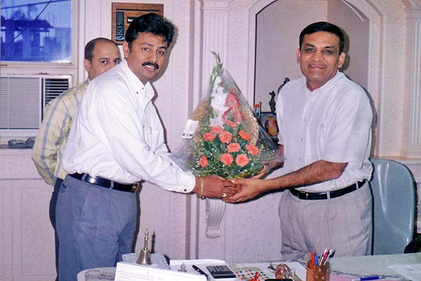 Hon. Rajkumarji Dhoot (M.P.) appreciating work of Vyankatesh Pariwar