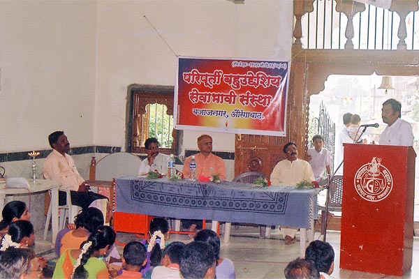 Opening of paripurti bahuuddeshiv santha at Bajajnagar (15th August, 2006) by the hands of Kishor Soni. Here also we try to motivate around 1000 people by speech on eye donation