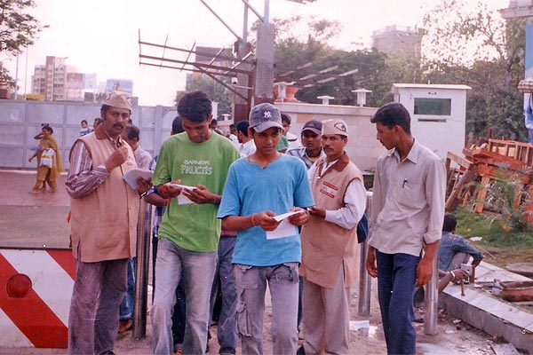 Siddhivinayak Mandir, Mumbai (2nd to 4th September 2006) Three days awareness programme at mumbai. Start from LAL BAUGH RAJA. Taking first blessings then start. Here Mr.Sunil Joshi and Mr. Sudhir Salvi help us. We try to motivate more than 10 Ikhs people by distributing 2 Ikhs pamphlets. We also covered SIDDHI VINAYAK TEMPLE, RAM MANDIR at VADALA, CHINCHPOKALI GANESH MANDAL AND DADAR AREA. (Kishor soni, Chandrakant Mugale, Mahesh Kapdiya, Mehul Shah and others