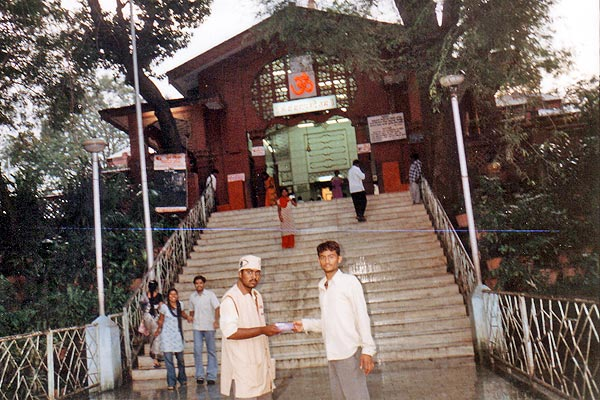 Campaign at Pune at Dagduseth Halwai Ganpati Mandir and Sarsbag Ganpati Temple (13th September, 2006) We tried to motivate 50000 people by distributing 15000 pamphlets