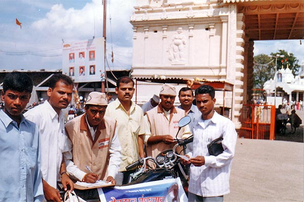 Awareness Camp at Khuldabad, Dist. Aurangabad (2nd September, 2006) Here 20 eye donotion pledge forms were collected. We tried to motivate 10000 Hanuman Bhaktas by distributing 5000 pamphlets (Bhagwan and Kailas Team)