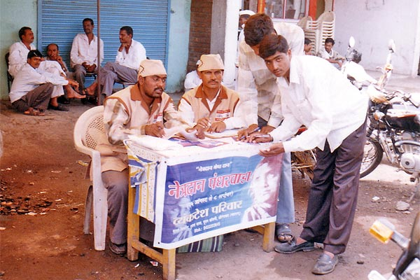 Awareness Camp at Kannad, Dist. Aurangabad (28th August, 2006) Here 30 Eye donors pledge their eyes. Here also we tried to motivate more than 30000 people by distributing 10000 pamphlets
