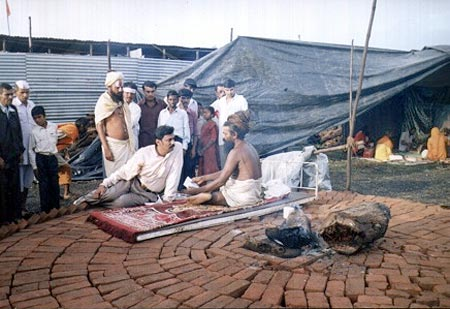Discussing on Eye Donation with Tyagi Maharaj at Nashik Kumbhmela on 11th to 16th Aug 2003