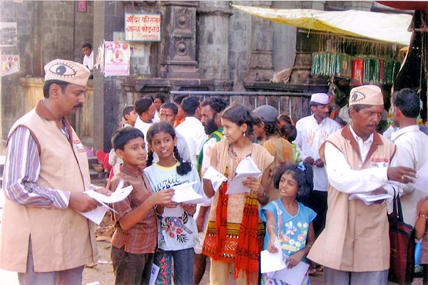 Eye Donation Campaign by our team at Tuljabhawani Temple at Tuljapur (21st May, 2006)