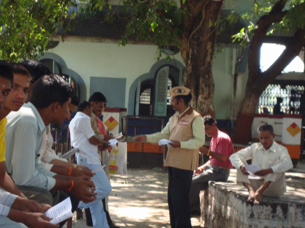 Ad.kishor Soni distributing liflets about information on eye donation and its Importance