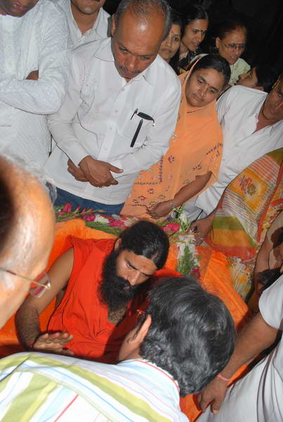 Swamiji taking information from kishor soni