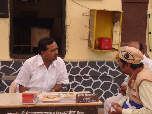 Mr. Soni discussing about eye donation with the NCP MLA of Paithan, Mr. Sanjay Waghchaure.