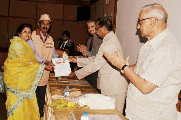 Receiving Award for Netradan Pracharak from Ganpati Netralaya.