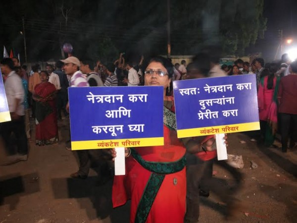 Mrs. Kanchan Soni showing appeal posters for Netradan