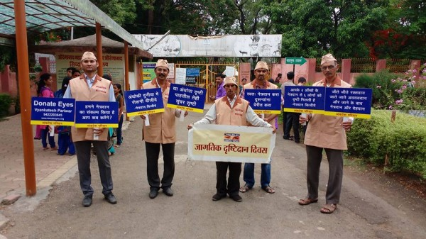 In front of zoo for netradan prachar stands