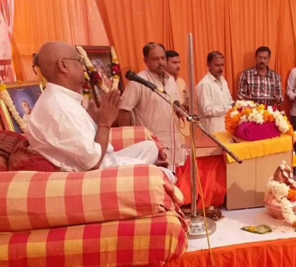 Pujya Pallod Maharaj in katha place