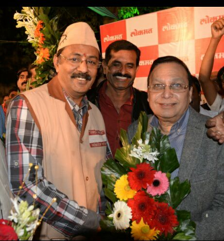 Giving best wishes to Editor in chief of Lokmat newspaper Mr Rajendra Dardaji